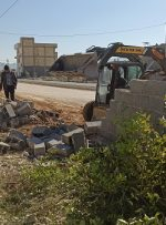 عملیات جابجایی و عقبنشینی دیوار باغ اوقاف در حریم بلوار چاهگچی آغاز شد+ فیلم