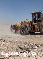 عملیات تسطیح جاده امامزاده شاه محمد شهر بهارستان در حال انجام شدن است